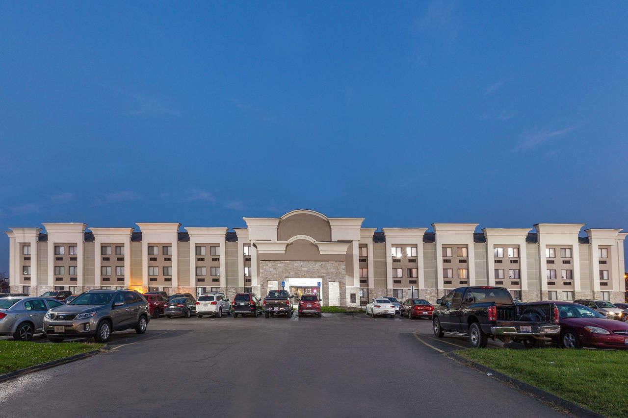 Days Inn & Suites Detroit Metro Airport